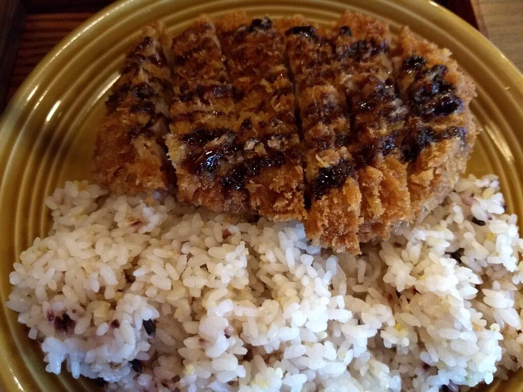 雑穀ご飯&米沢豚のカツアップ