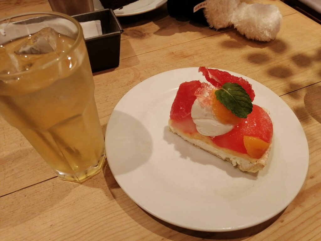 グレープフルーツと桃のチーズケーキ