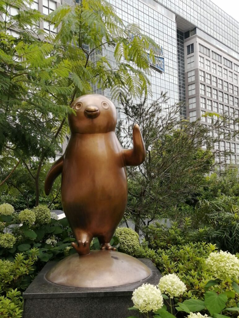 「Suicaのペンギン広場」の銅像